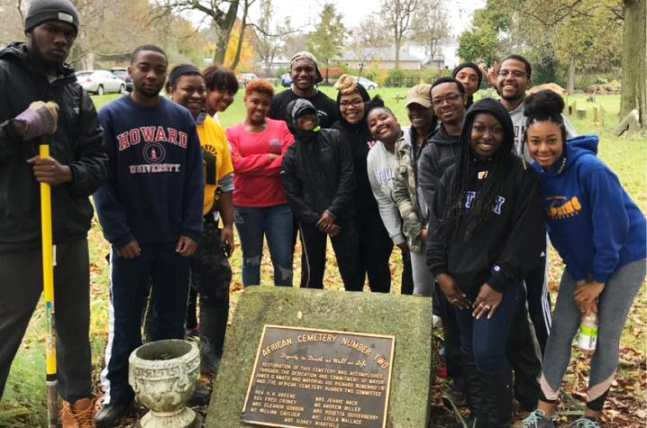 UK MANRRS students at Cemetery Beautification Project. Photo by Carley Fort.