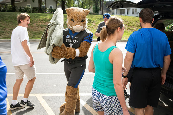 The Wildcat Helps with UK Move-In 2017