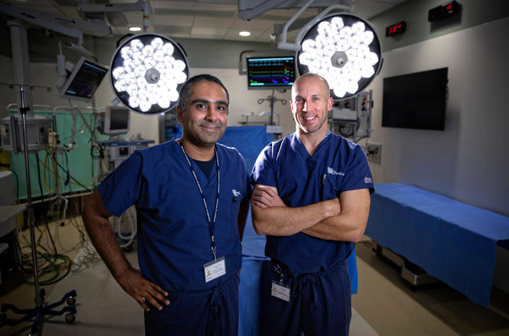 Photo of Dr. Moamen Gabr and Dr. Jordan Miller in operating room