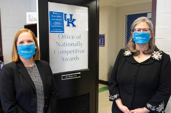 photo of Emily Sallee and Pat Whitlow at the UK Office of Nationally Competitive Awards entrance