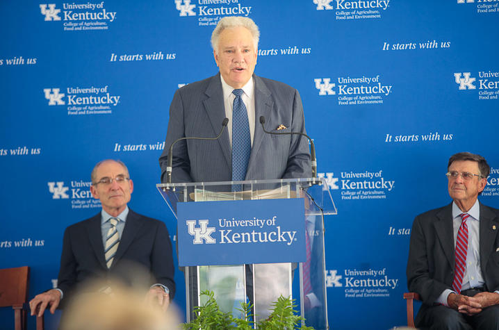 photo of Tom Hammond speaking at podium