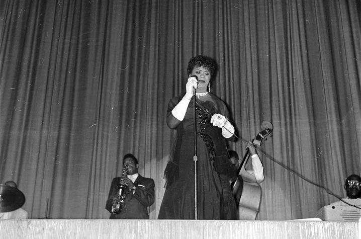 photo of Princess de Carlo performing at Lyric Theatre in 1960