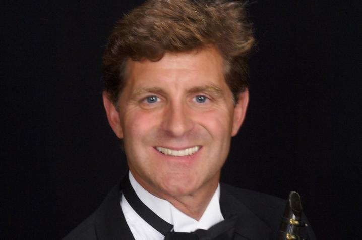 headshot of Scott Wright with clarinet