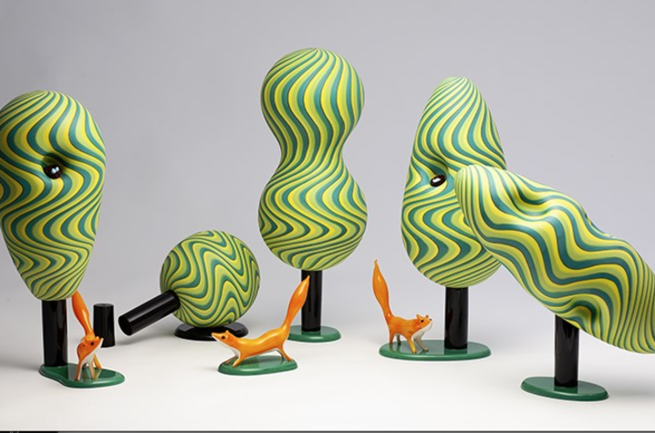 """Claire Kelly, Parallax: Busy Forest  (2019). [Parallax: The effect whereby the position or direction of an object appears to differ when viewed from different positions.] Glass: Blown, sculpted, and assembled. Dimensions: 15 ¼ x 16 x 36."""" © Claire Glass"""