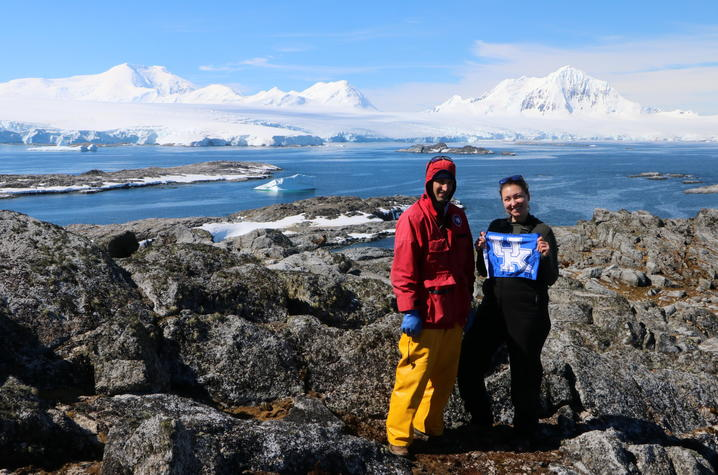 photo of Nick Teets and Leslie in Antarctica