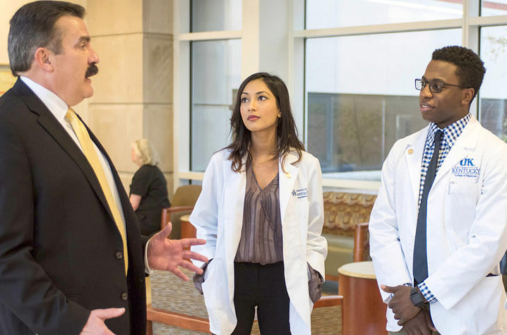 This is a photo of Dr. Mark Newman talking with UK College of Medicine Students