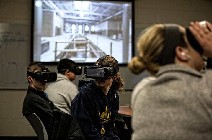 Students in an ISC class using virtual reality headsets.