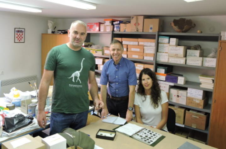 photo of Paolo Visonà (center) with Nin Museum team