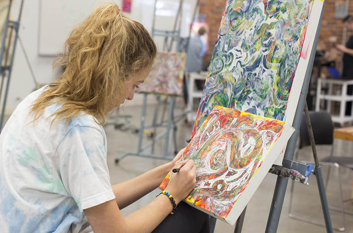 photo of student in contemporary painting class by Donna Farmer