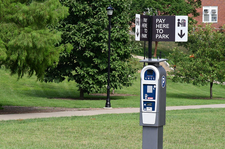 photo of pay station in Student Center's visitor parking lot