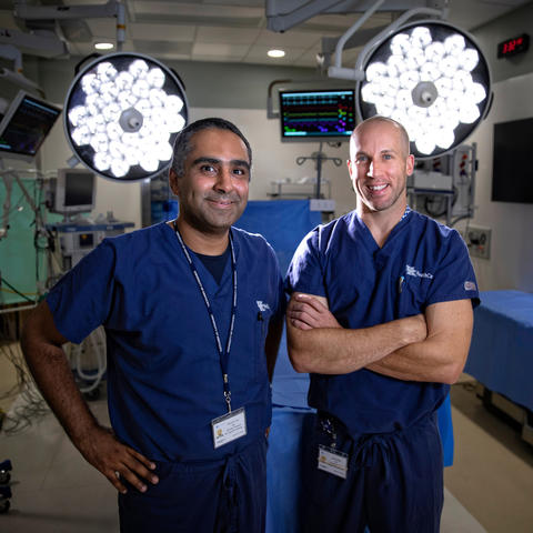 Photo of Dr. Moamen Gabr and Dr. Jordan Miller in operating room