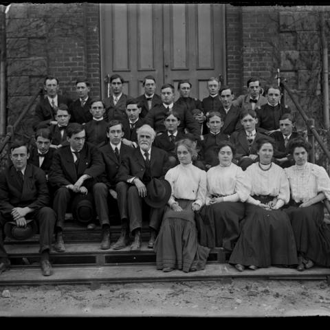 black and white photo of Professor James White's calculus class in 1906-07
