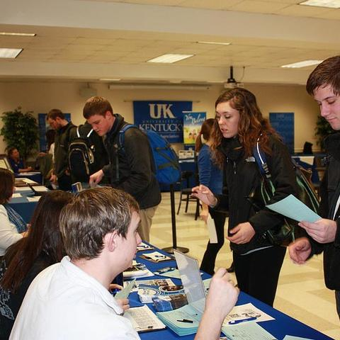 Students attend Grad Salute to plan for UK Commencement