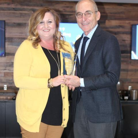 photo of Hilary Glen receiving award from President Capilouto