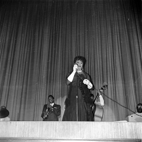 photo of Princess de Carlo performing at Lyric Theatre in 1960