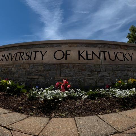 photo of University of Kentucky on stone fence at front gate of UK campus