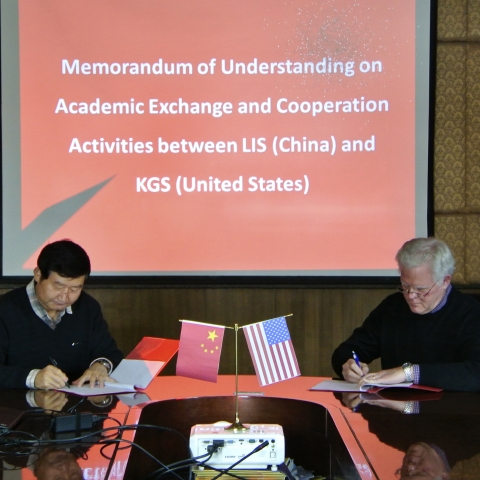 Lanzhou Institute of Seismology Director Lanmin Wang and KGS Director Bill Haneberg sign the new memorandum of agreement during Haneberg's recent visit to China.