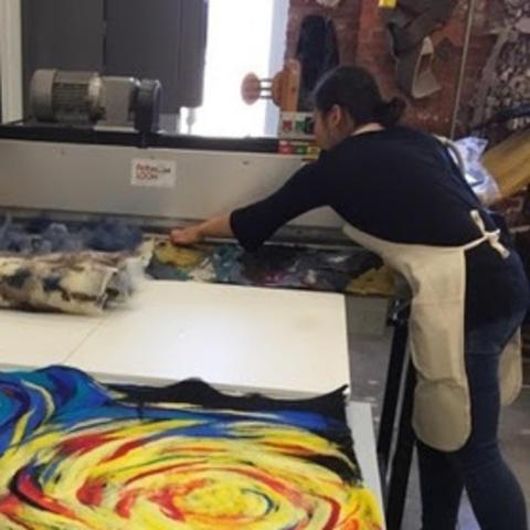 photo of 2 students in fiber class at UK Fine Arts Institute