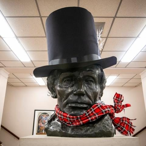 photo of Abe Lincoln bust with top hat and scarf