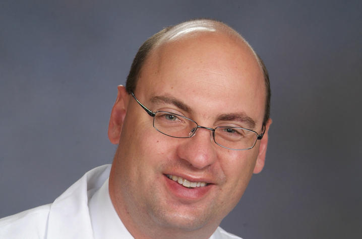 Uk Sports Medicine Surgeon Performs First Maci Cartilage