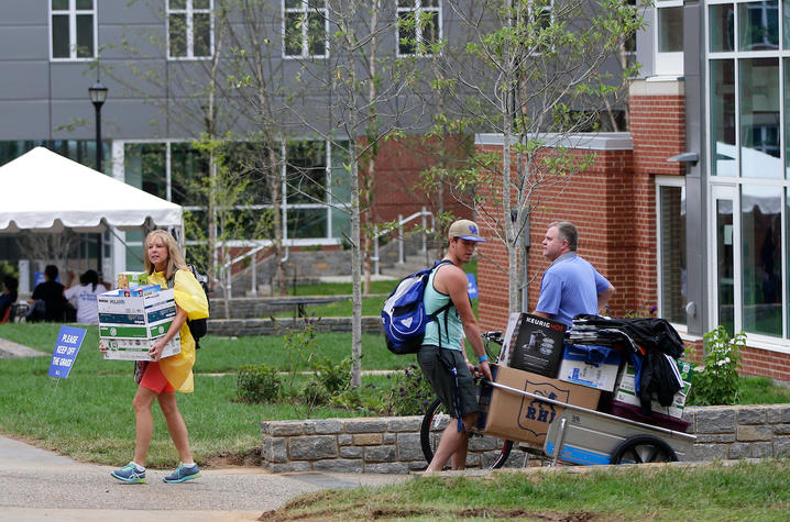 This is a photo of a student and his family moving onto the UK campus.