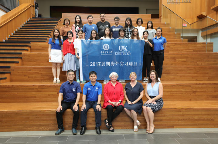 Chinese college students at Gatton College with UK faculty and hosts