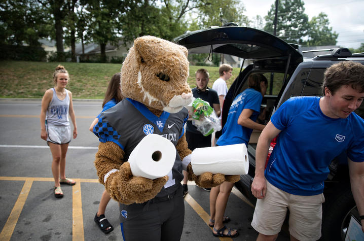 This is a photo of the Wildcat helping with move-in!