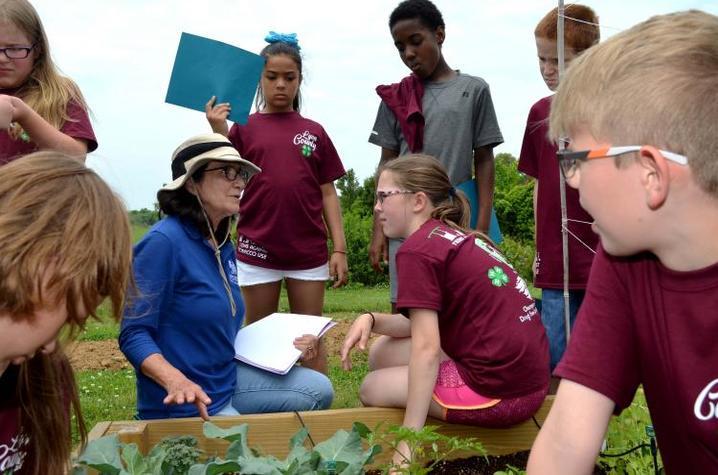 Zenaida Viloria with young students