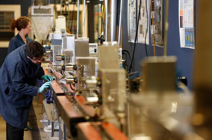 photo of carbon fiber spinline at UK CAER