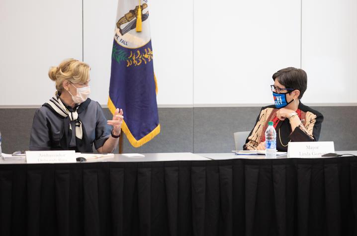 photo of Dr. Deborah Birx with Lexington Mayor Linda Gorton