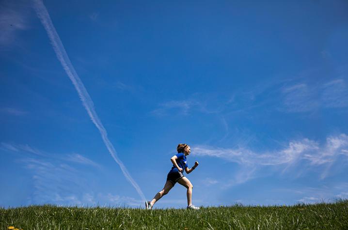 Katherine Thompson runs on UK campus