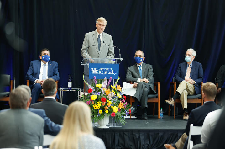 photo of Philip Kern speaking