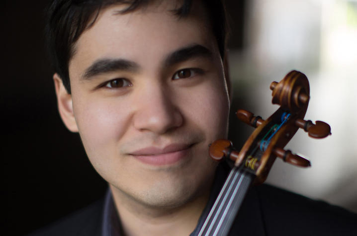 photo headshot of Eric Silberger with violin