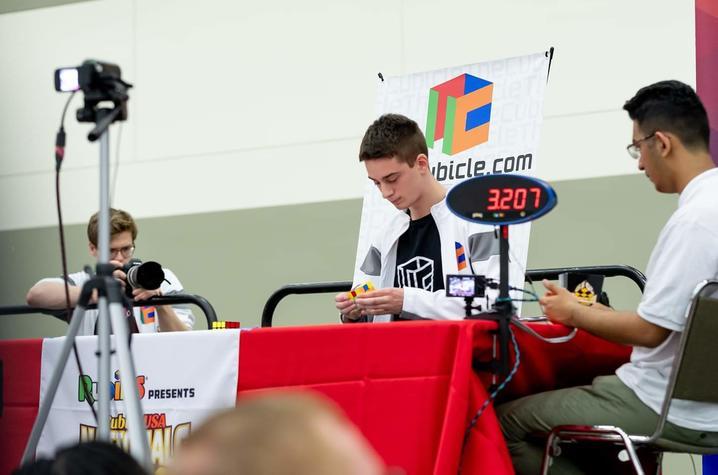 photo of Lucas Etter solving cube