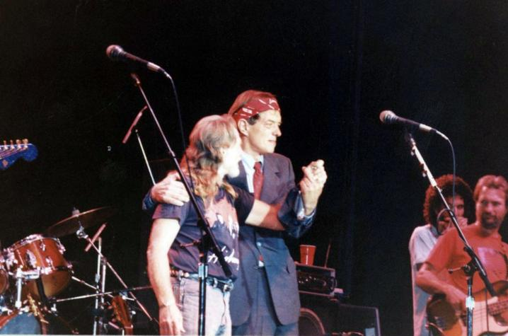 photo of Willie Nelson and Gatewood Galbraith on stage