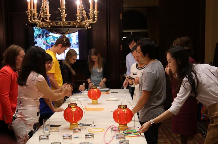 photo of games at Confucius Institute Student Night
