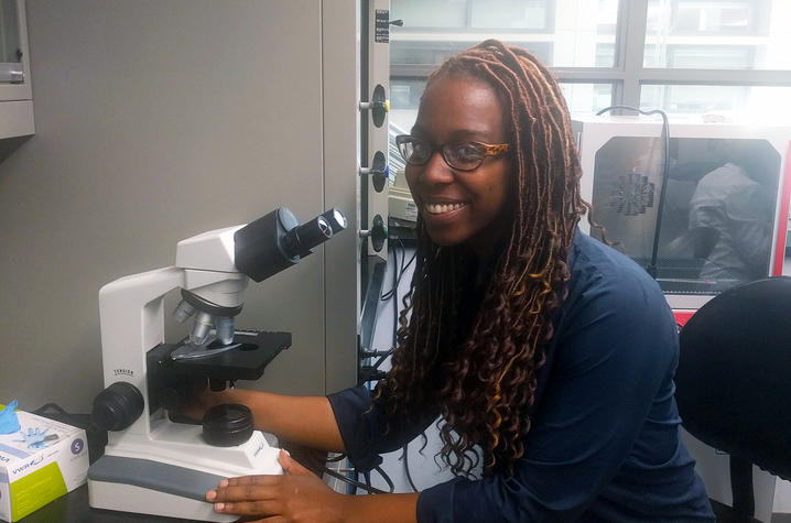 Aria Byrd working in the Fillmore Brainson Lab