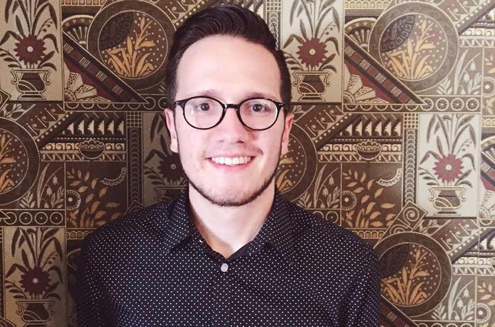 headshot photo of Aaron Mueller