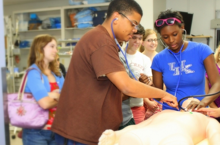 High School Students Get Hands On Anatomy Class With Patient