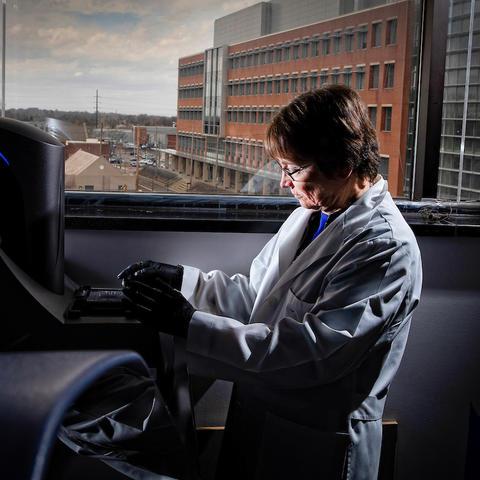 Photo of Dr. Linda Van Eldik