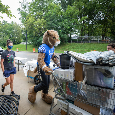 Move in day on August 16, 2021. Photo by Pete Comparoni | UKphoto