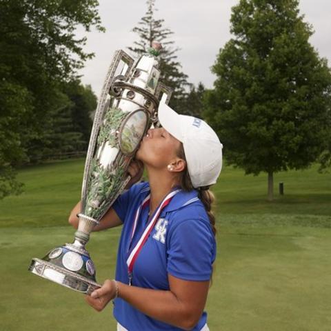 Jensen Castle kissing Women's Amateur Championship trophy