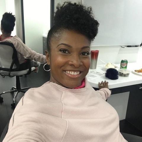 """photo of Angel Laketa Moore-Tanksley on set of """"black-ish"""""""