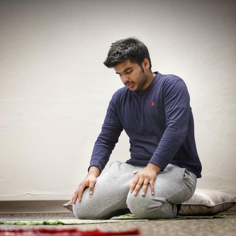 UK freshman Yousuf Al Mamari prays in the new interfaith prayer and meditation room (Photo by Mark Cornelison, UK Photographer)