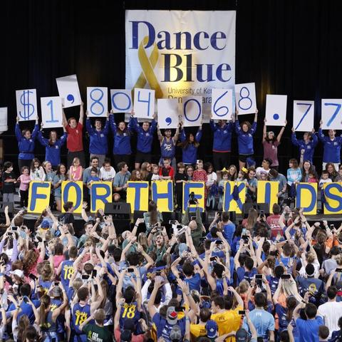 photo of students at DanceBlue