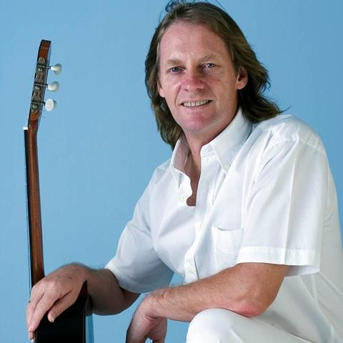 photo of David Russell with guitar
