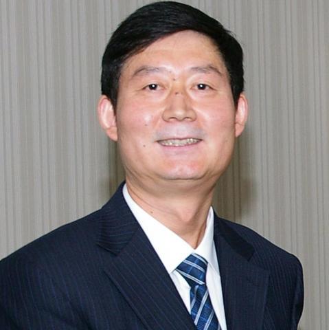 headshot photo of Lanmin Wang