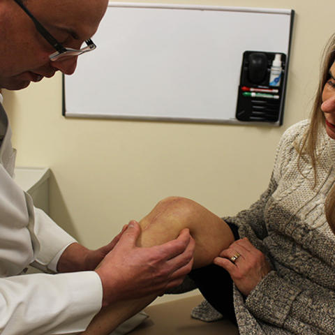 Dr. Christian Lattermann examines Jennifer's knee.