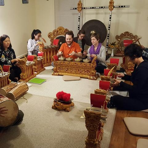 photo of UK Balinese Gamelan Angklung Ensemble rehearsal