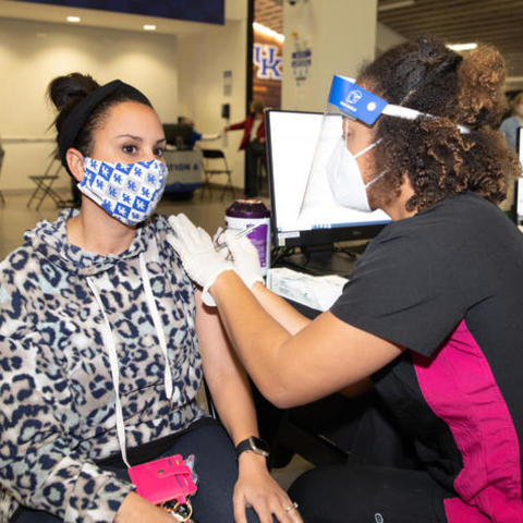 photo of teacher Taylor Chastain receiving vaccine from Tamyah Pipkin